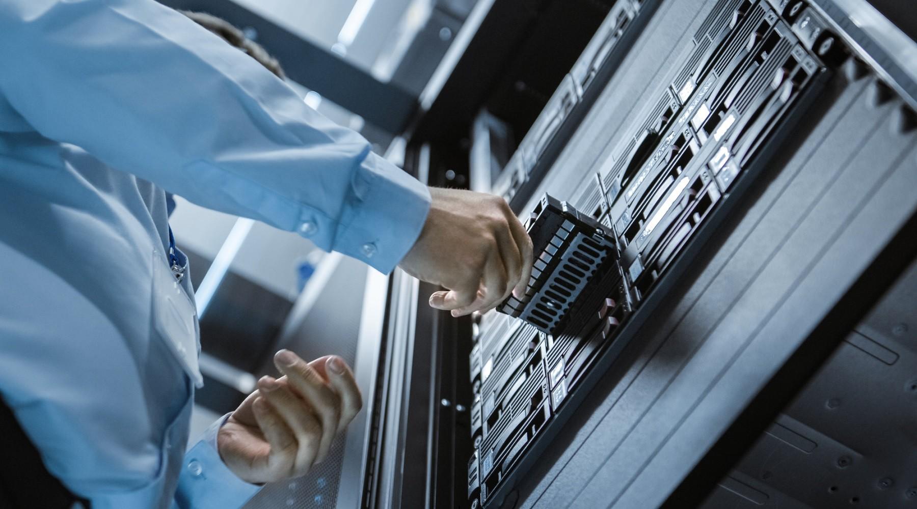 Vytahování disku ze serveru.