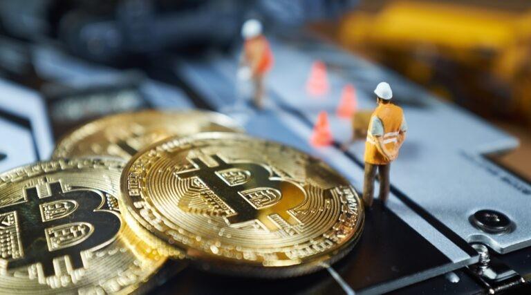 Těžba bitcoinů probíhá ve skutečnosti virtuálně