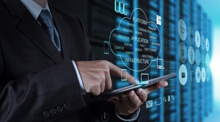 Server a virtualizace je základní stavební kámen pro VPS i cloud.