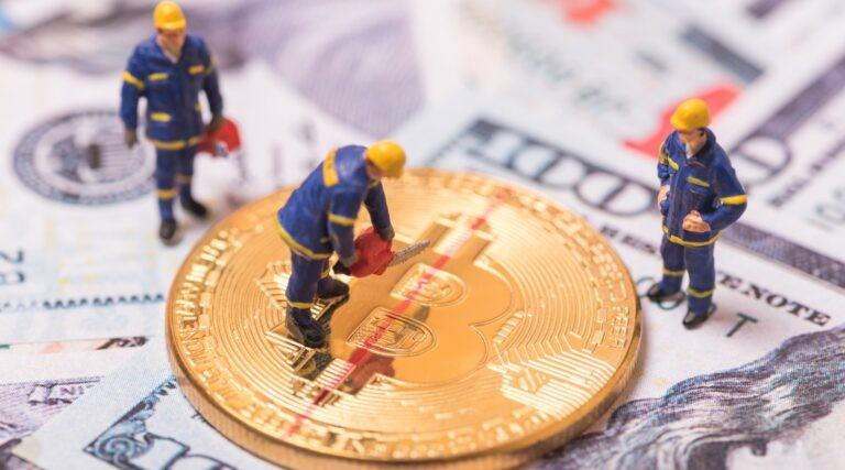 Halving bitcoinu probíhá každé 4 roky.