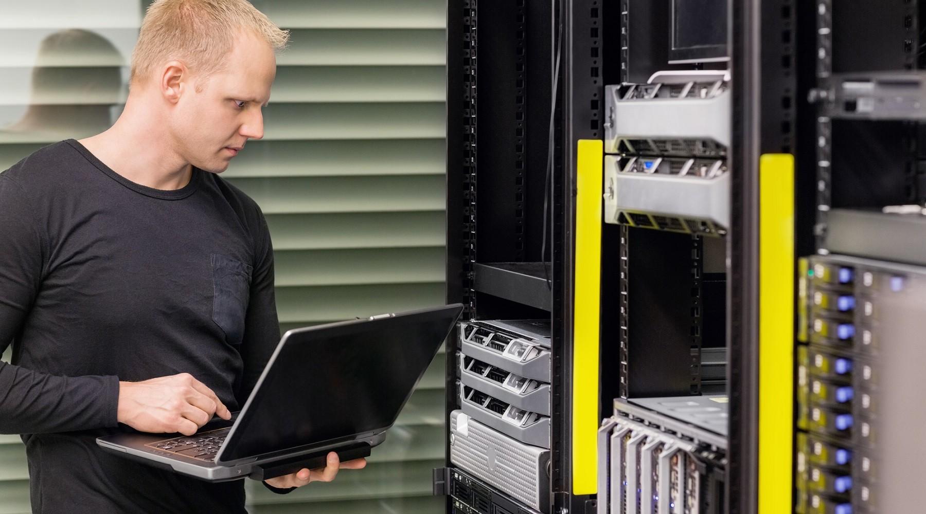 Administrátor používá ISPmanager ke správě serveru..