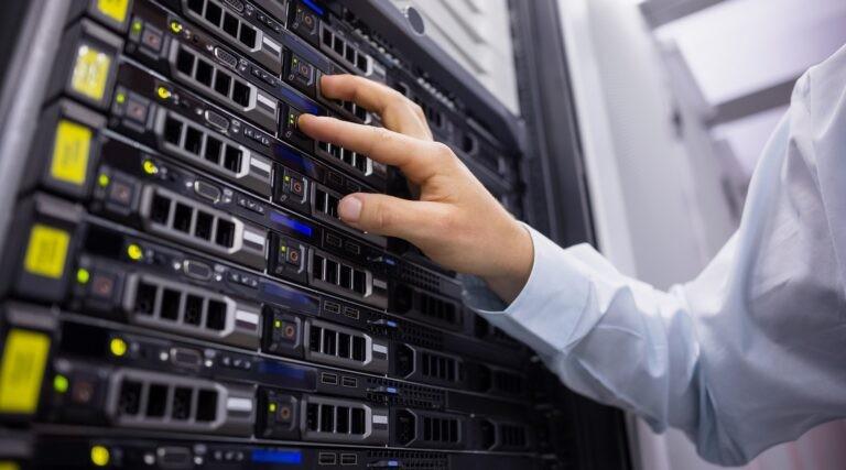 Servery, které tvoří datacentrum.