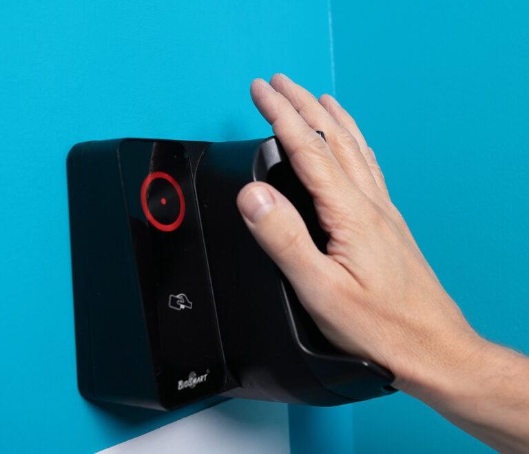 Biometrická autentizace pustí do datového centra jen lidi s určitým krevním řečištěm.