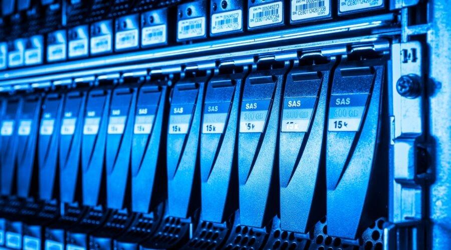 Data storage jsou tvořeny mnoha pevnými disky.
