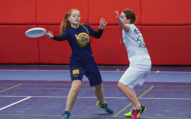 Fotka Lucie ze zápasu v ultimate frisbee.